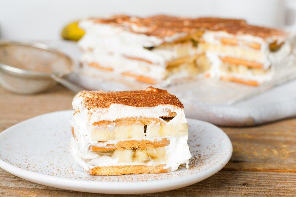 Banana Pudding Cake Recipe, easy layered banana cake with vanilla wafer and cream cheese