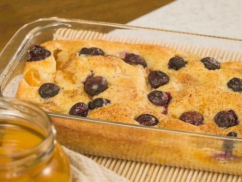 Blueberry Peach Cobbler Recipe- easy fluffy peach blueberry cobbler