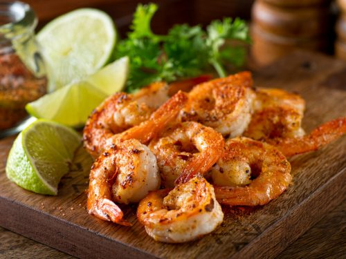 Cajun Shrimp Recipe, cajun seasoned shrimp with lemon and lime wedges