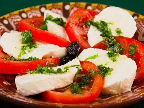 healthy caprese salad