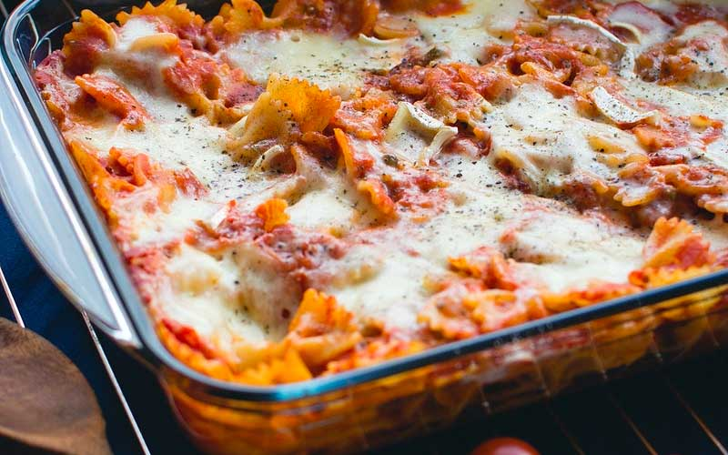 pasta and tomato sauce with ground beef and cheddar cheese