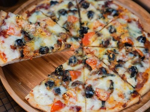 delicious and crispy pizza