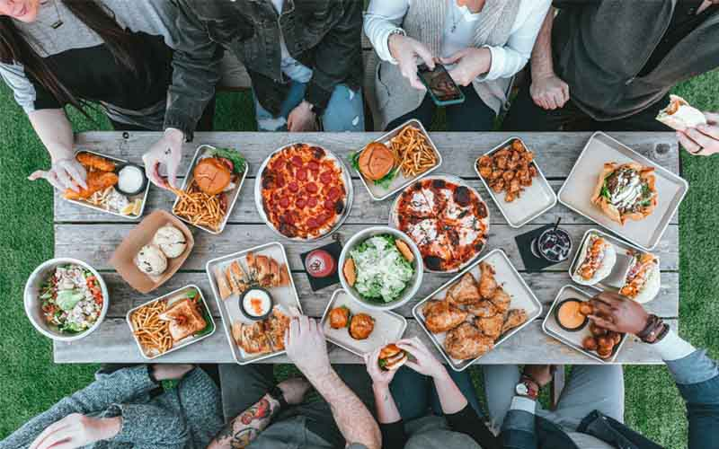 Eating with Friends, Memories from Fast-Food