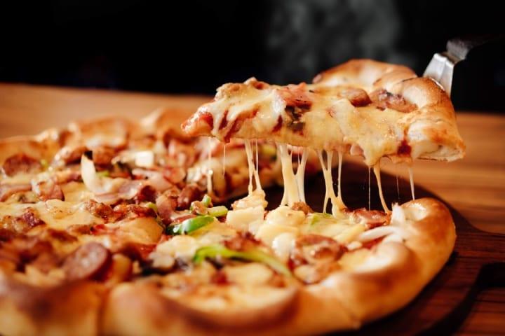Stuffed crust recipe: Pizza Hut's Pizza Cheesy Stuffed Crust