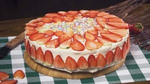 Strawberry Sweetheart Cream Cake Recipe