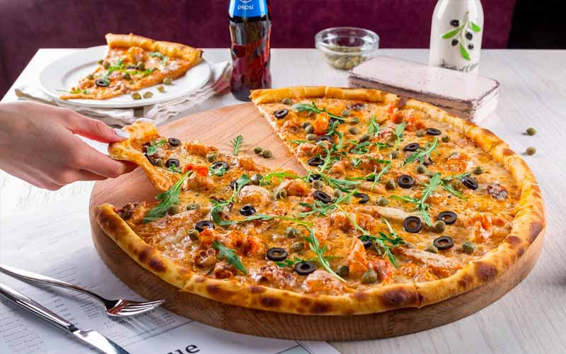 Yummy-looking Pizza, Appearance of Fast-Food
