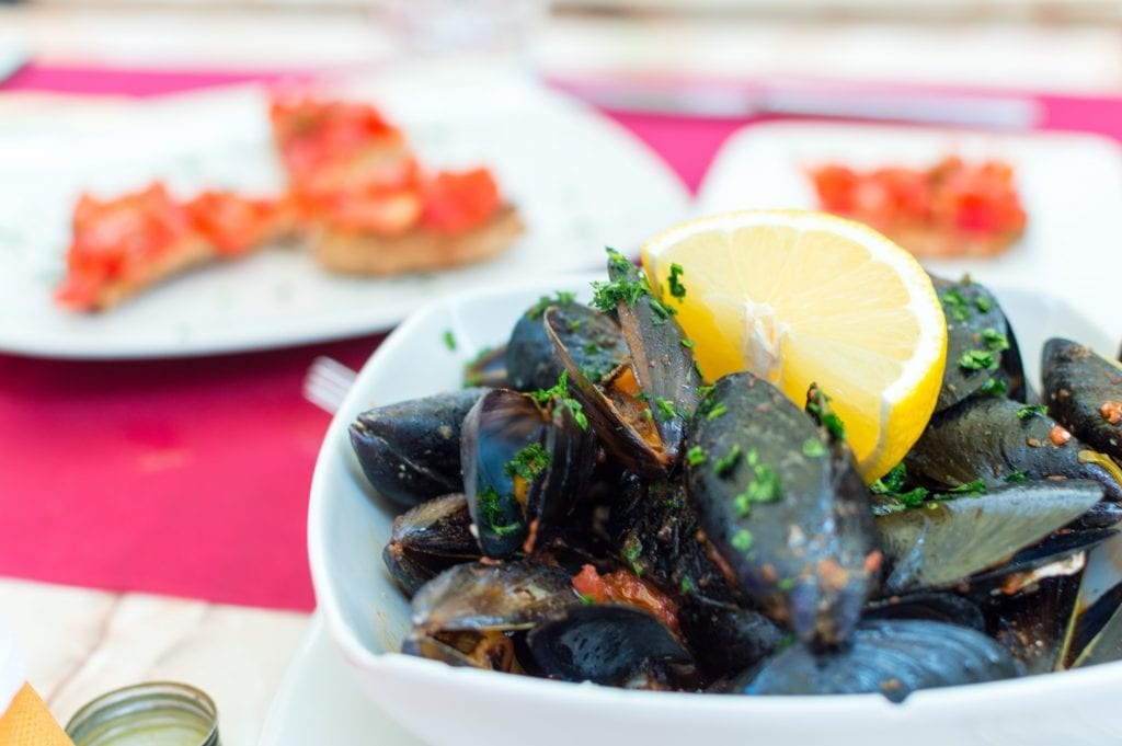 Spicy Tomato Slow Cooker Mussels Recipe