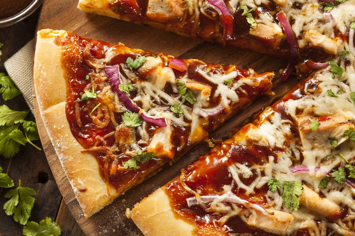 closeup on a bbq chicken pizza