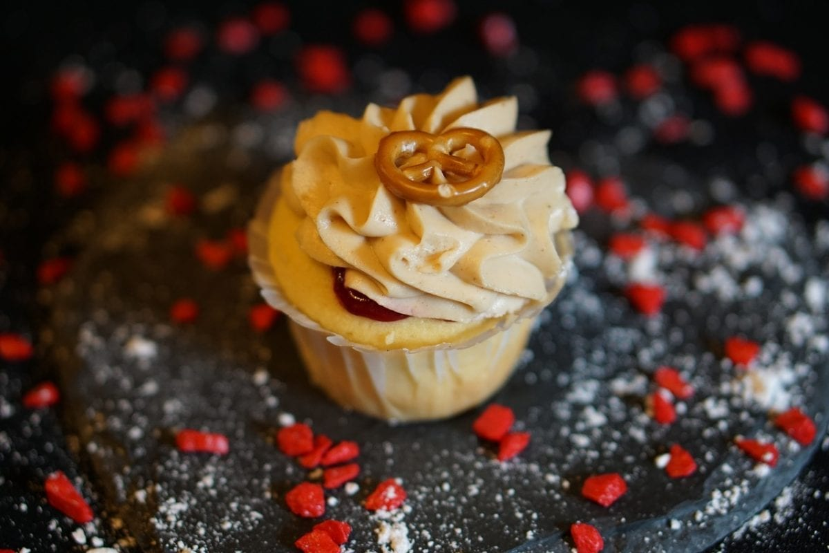 Extremely Easy Peanut Butter Icing Recipe