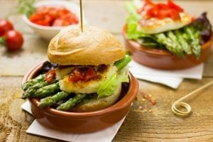 Juicy Burger With Crunchy Asparagus Recipe