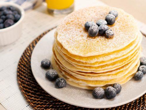 powder-sugar-pancakes-with-blueberries-recipe