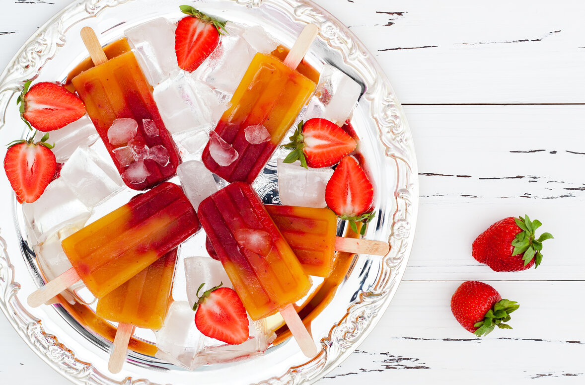 Strawberry Peach Vodka Popsicles Recipe, alcoholic boozy ice pops with strawberry and peach