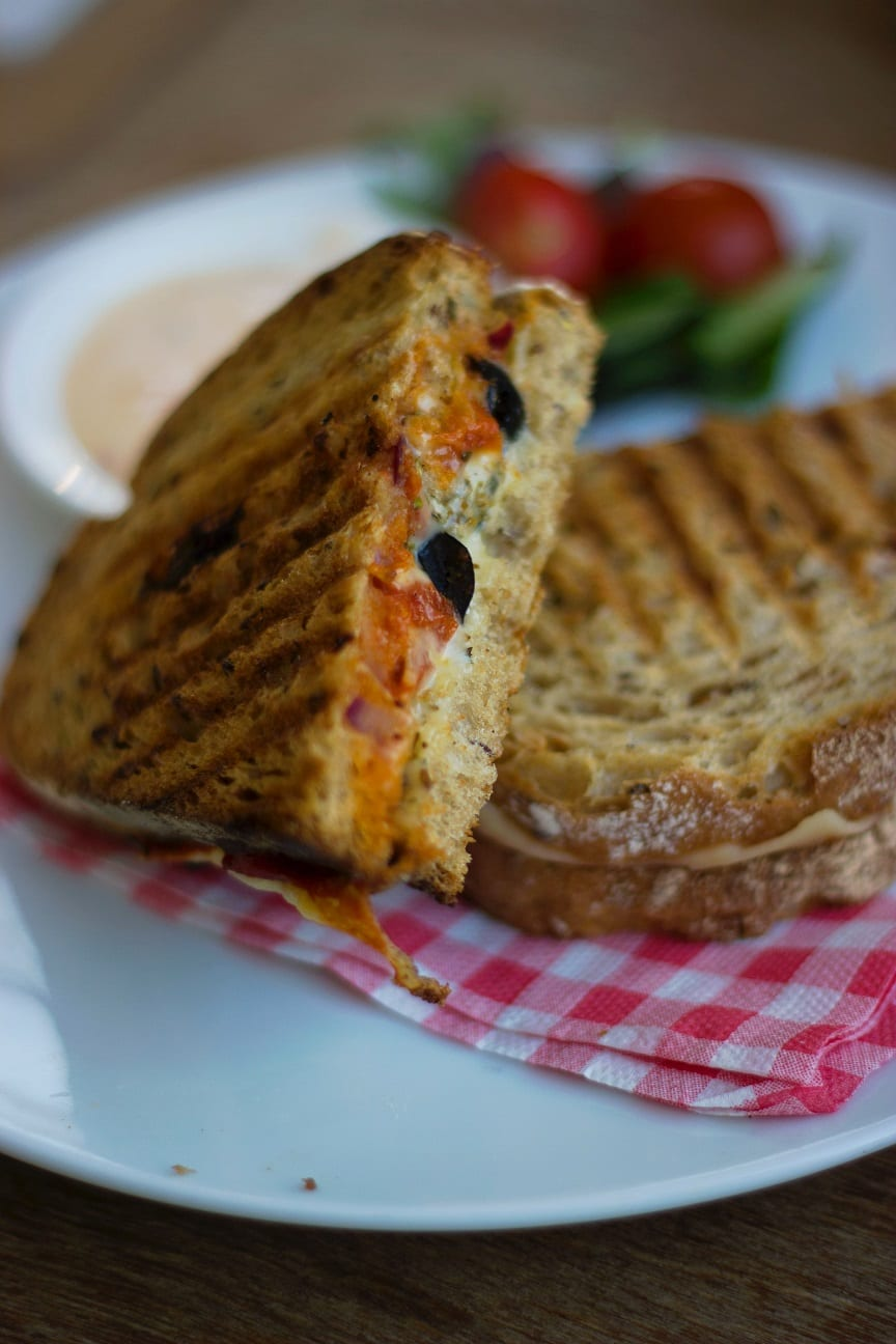 strawberry-brie-grilled-cheese-sandwich-recipe-sweettreatsmore.com-mainfive