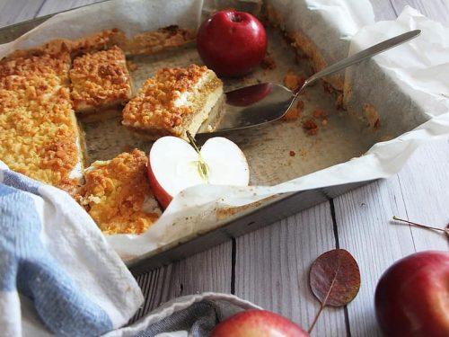 delicious apple pie bars