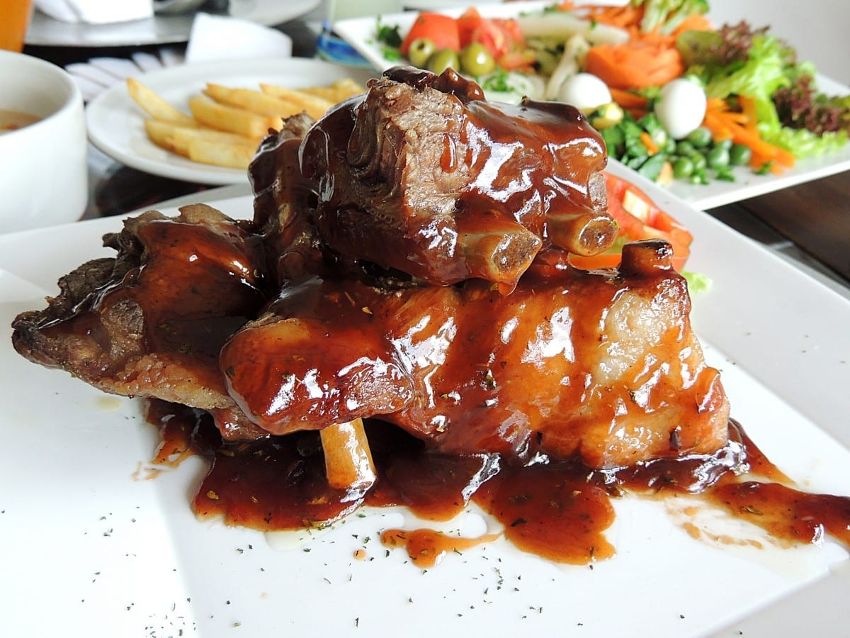 spare ribs with barbecue sauce