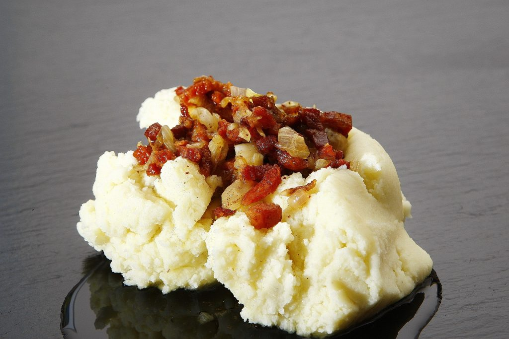 cheesy crockpot mashed potatoes