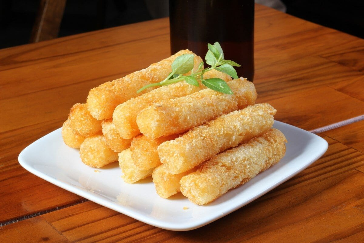 cheesy baked mozzarella sticks