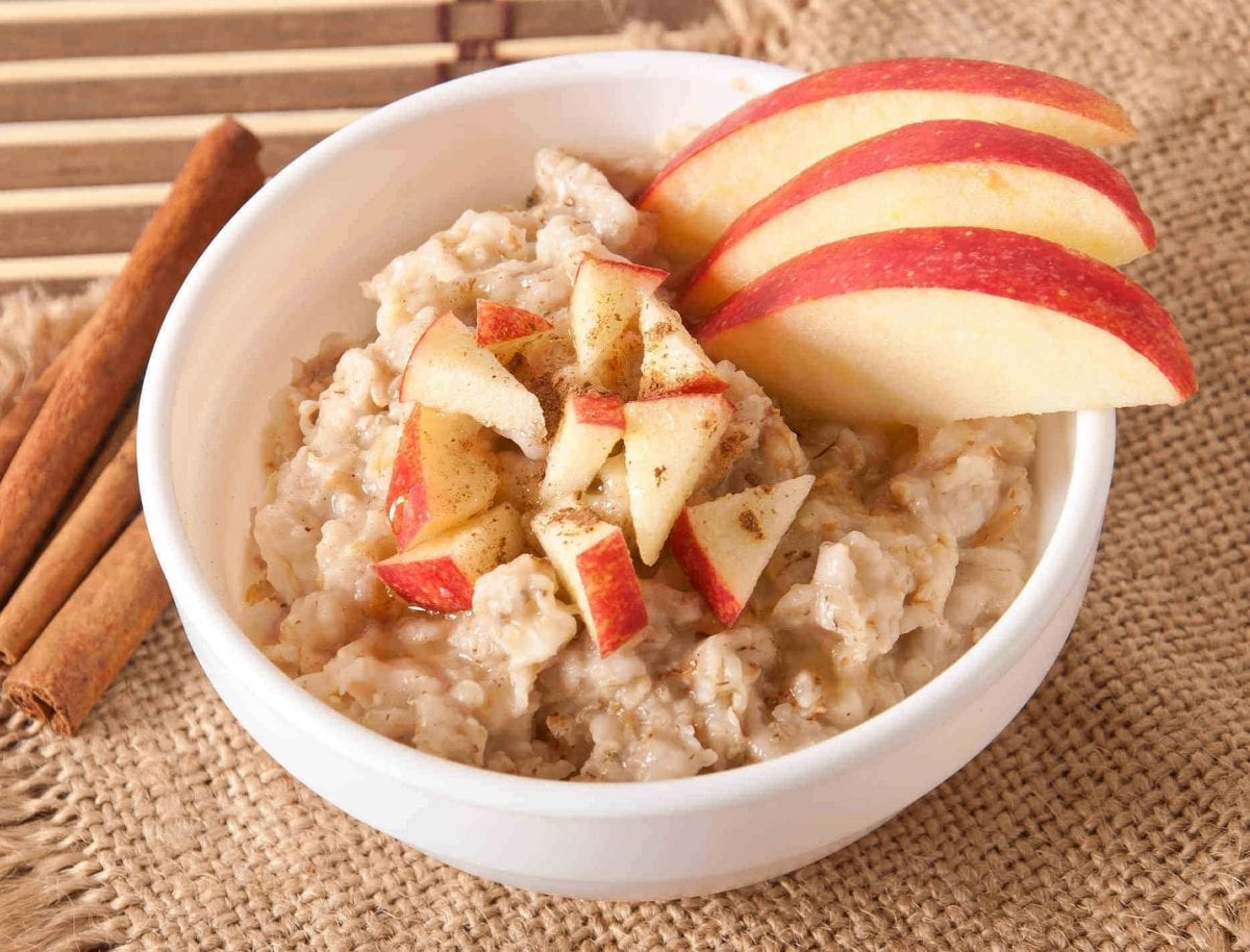 Oatmeal-Streusel-Baked-Apples || Sweet Treats and MORE. #apples #fall #recipe