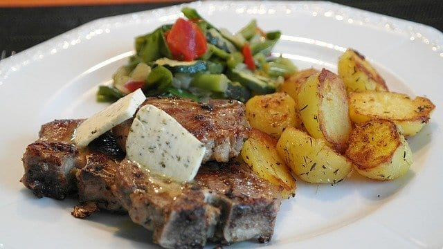 Lamb Chops with Balsamic Vinegar and Onions Recipe
