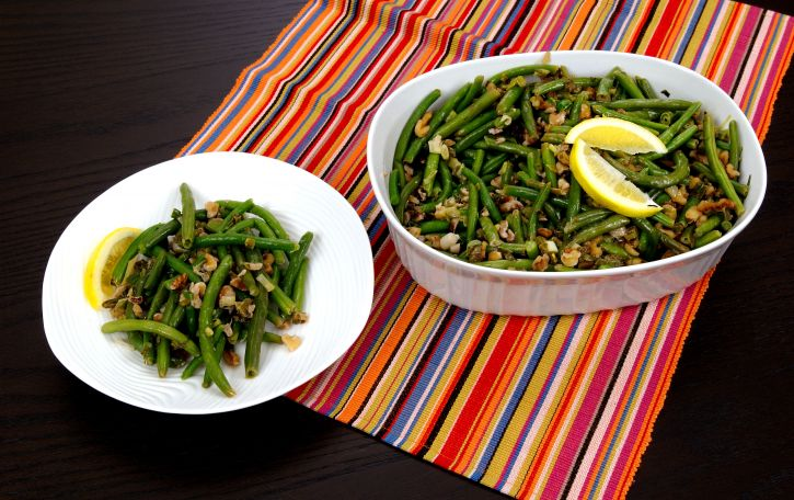 healthy lemon green beans with walnuts