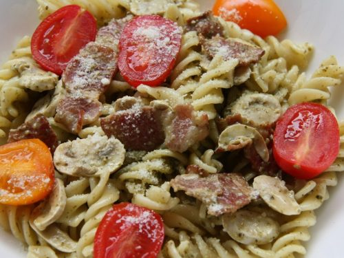 delicious pastsa with sausage and tomatoes