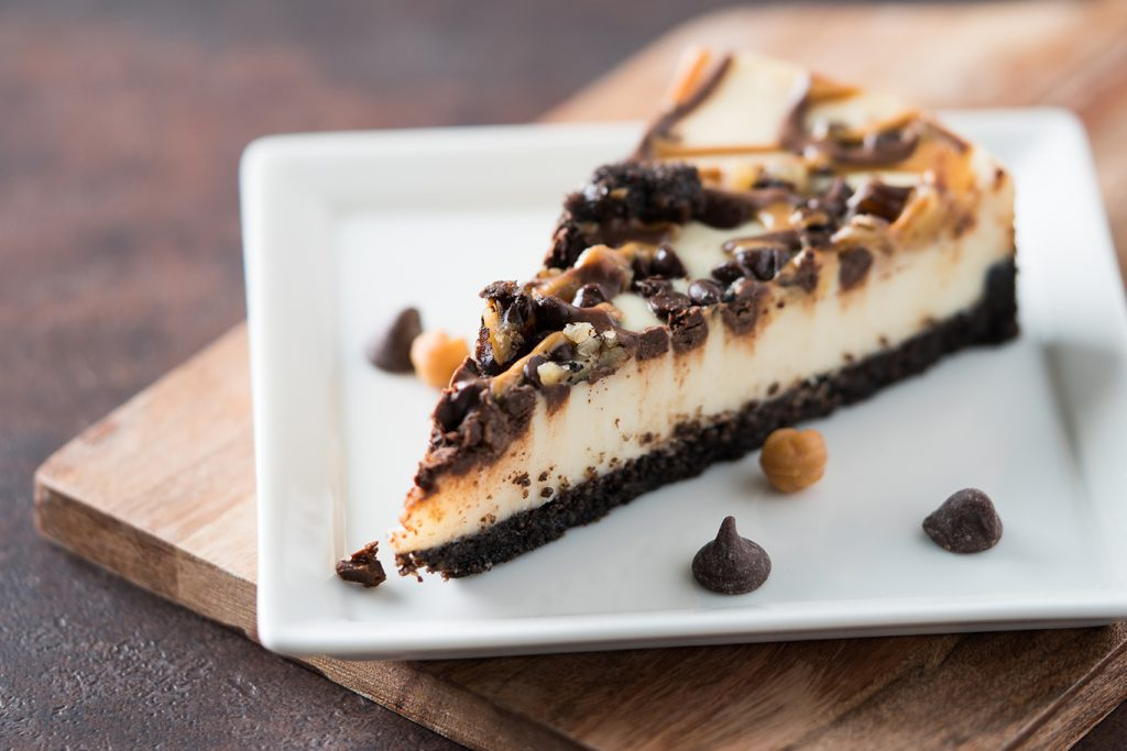 Easy Turtle Pie Recipe, no bake turtle pie with cream cheese, caramel, chocolate chips