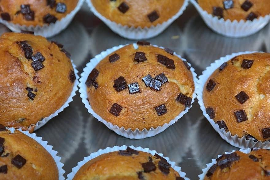 delicious pumpkin chocolate chip muffins