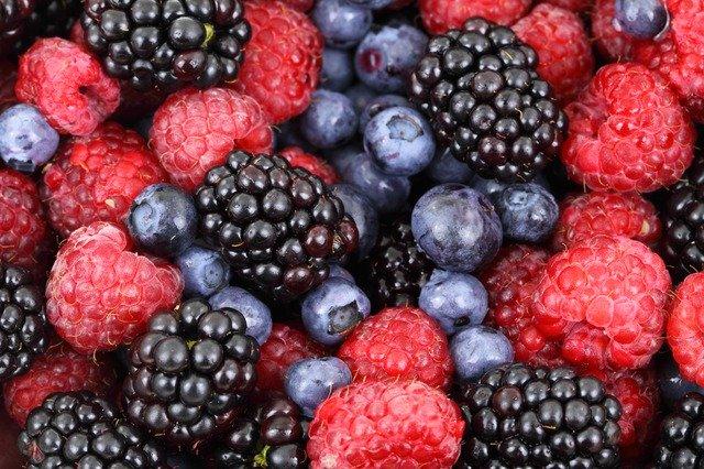 healthy berry salad
