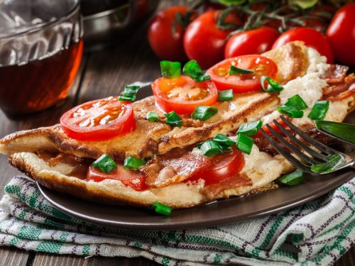 Tomato, Cheese, and Bacon Omelette Recipe, simple breakfast omelette with cheese and crispy bacon