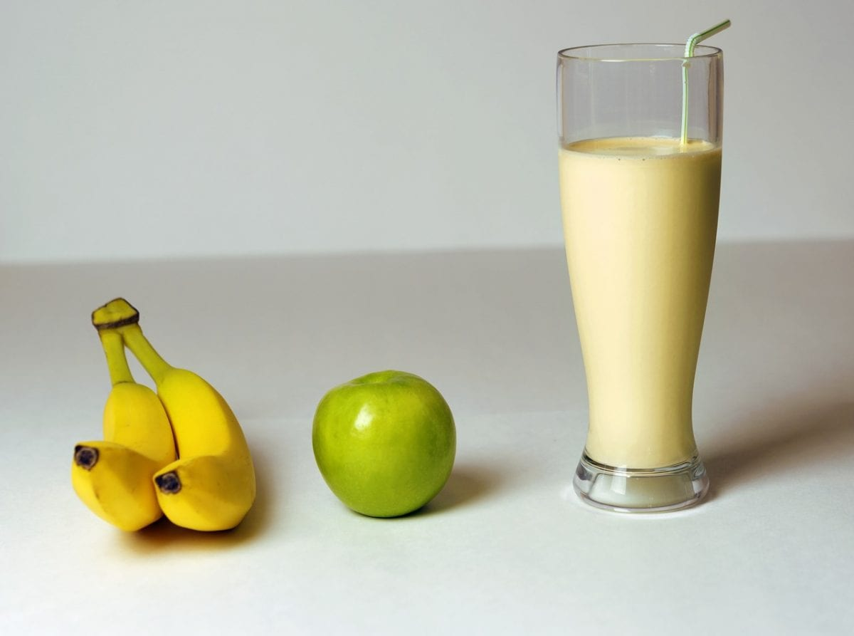 Deliciously Healthy Apple, Banana And Chia Seed Smoothie