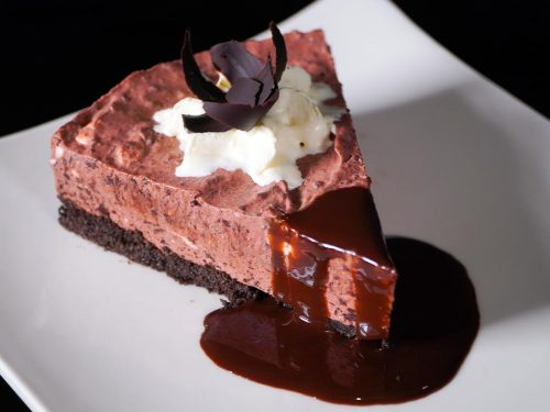 No Bake Chocolate Cheesecake Recipe, no-bake cheesecake with delicious oreo crust with whipped topping and charred chocolates