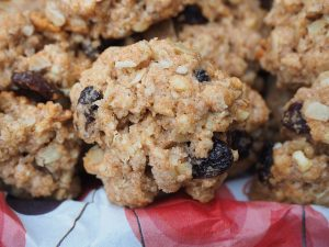 Easy and Soft Oatmeal Raisin Cookies Recipe