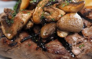 Garlic Pork Chops with Black Mushrooms Recipe