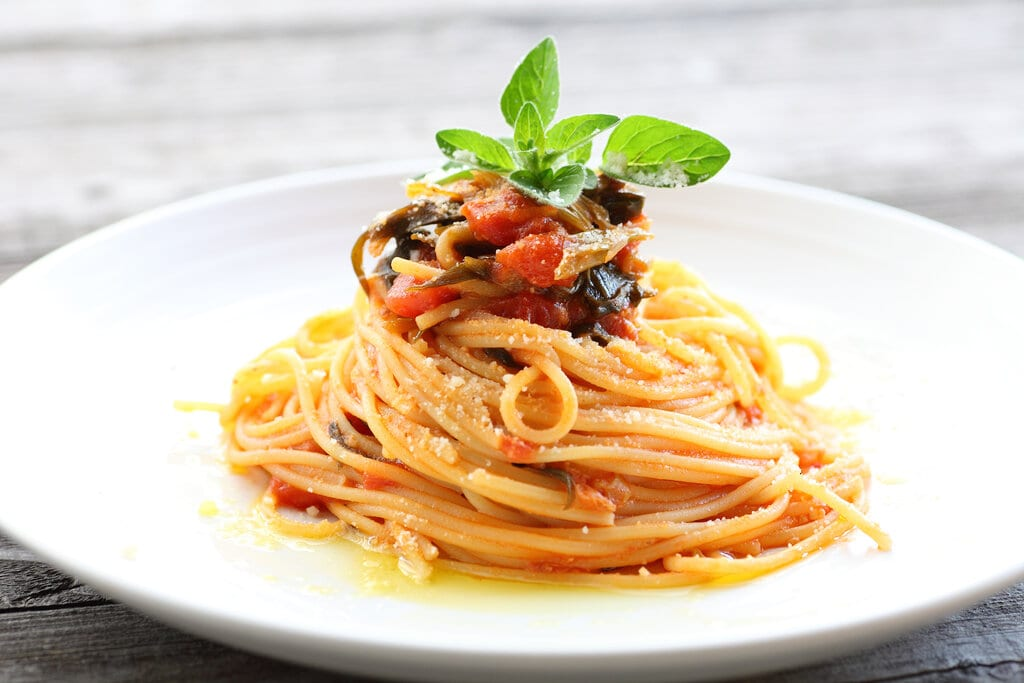 Vegetarian Spaghetti with Mushrooms and Slow Roasted Tomatoes Recipe, olive oil based vegetarian pasta dish with mushrooms and slow roasted tomatoes