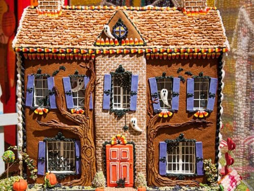 Halloween Gingerbread House Recipe, simple spooky diy halloween gingerbread house made of graham crackers and candy