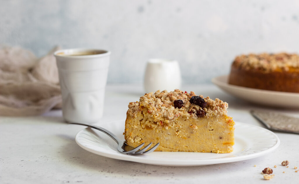 Crustless Pumpkin Pie Recipe, pumpkin custard filling ropped with brown sugar and oats, a traditional thanksgiving dessert without the iconic crust