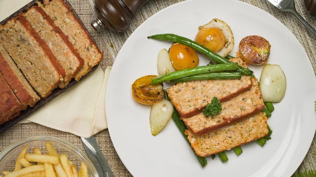 Low Cholesterol Chicken Meatloaf Recipe, easy juicy homemade italian meatloaf with vegetables and marinara sauce