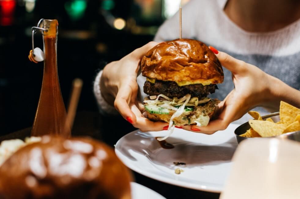 real food stops overeating, eating fast food, hamburger fast food