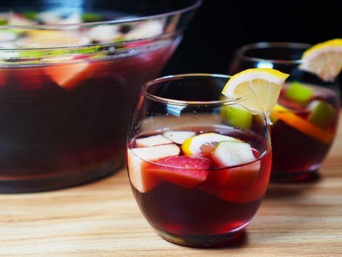 Best Traditional Red Sangria Recipe, easy traditional Spanish fruit cocktail with vodka, brandy and red wine