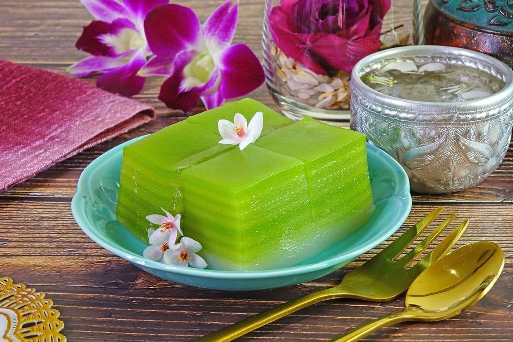 khanom chun layered dessert