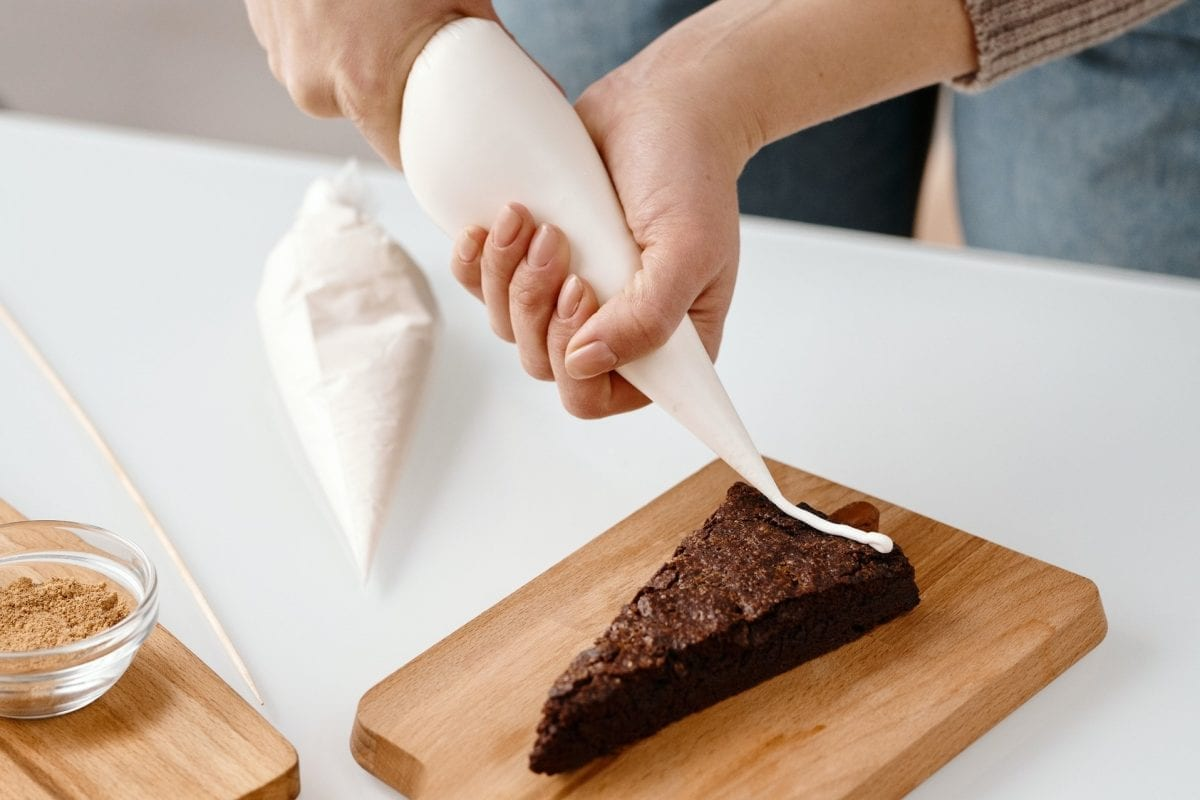 How to Use a Piping Bag and More Useful Tips