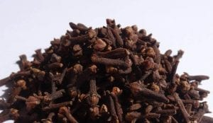 pile of whole cloves