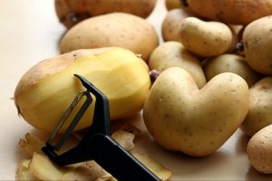 Potato Peeler Guide: 10 Best Potato Peelers For Your Kitchen