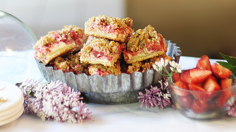 strawberry crumble cheesecake bars recipe