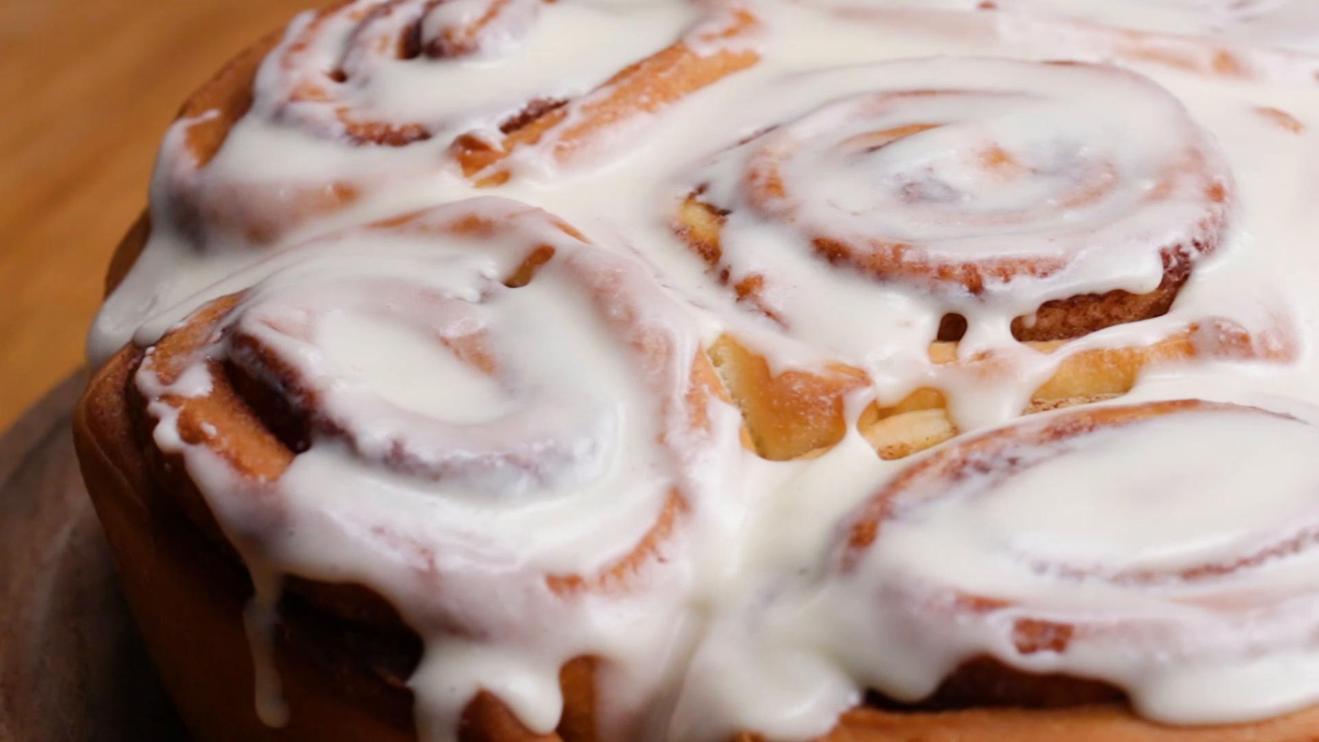 Copycat Cinnabon's Cinnamon Roll Recipe