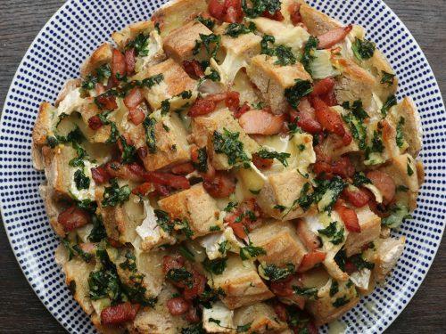 bacon and camembert pull-apart garlic bread recipe