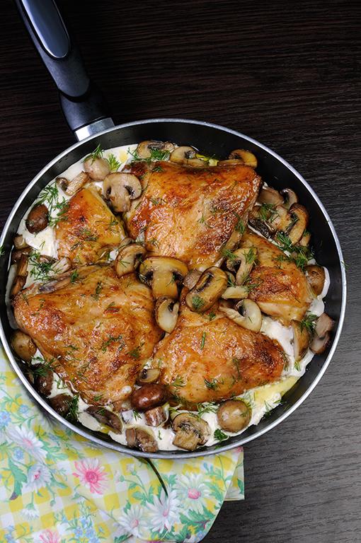 Skillet Chicken with Creamy Mushroom Sauce Recipe