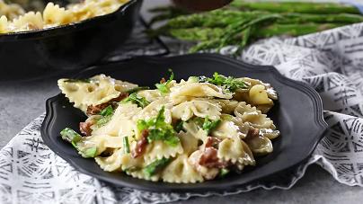 5-ingredient asparagus pasta recipe