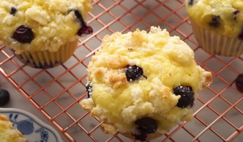 Blueberry-Sour Cream Muffins Recipe
