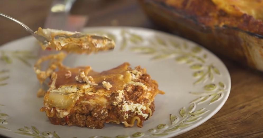 beefy and cheesy macaroni casserole recipe
